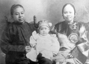 Olympia_Chinese_Sam_Locke_family_1905