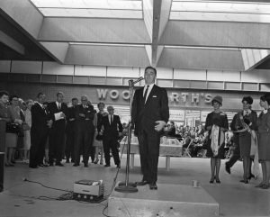 bob-blume-speaking-at-the-sssc-opening-oct-1966
